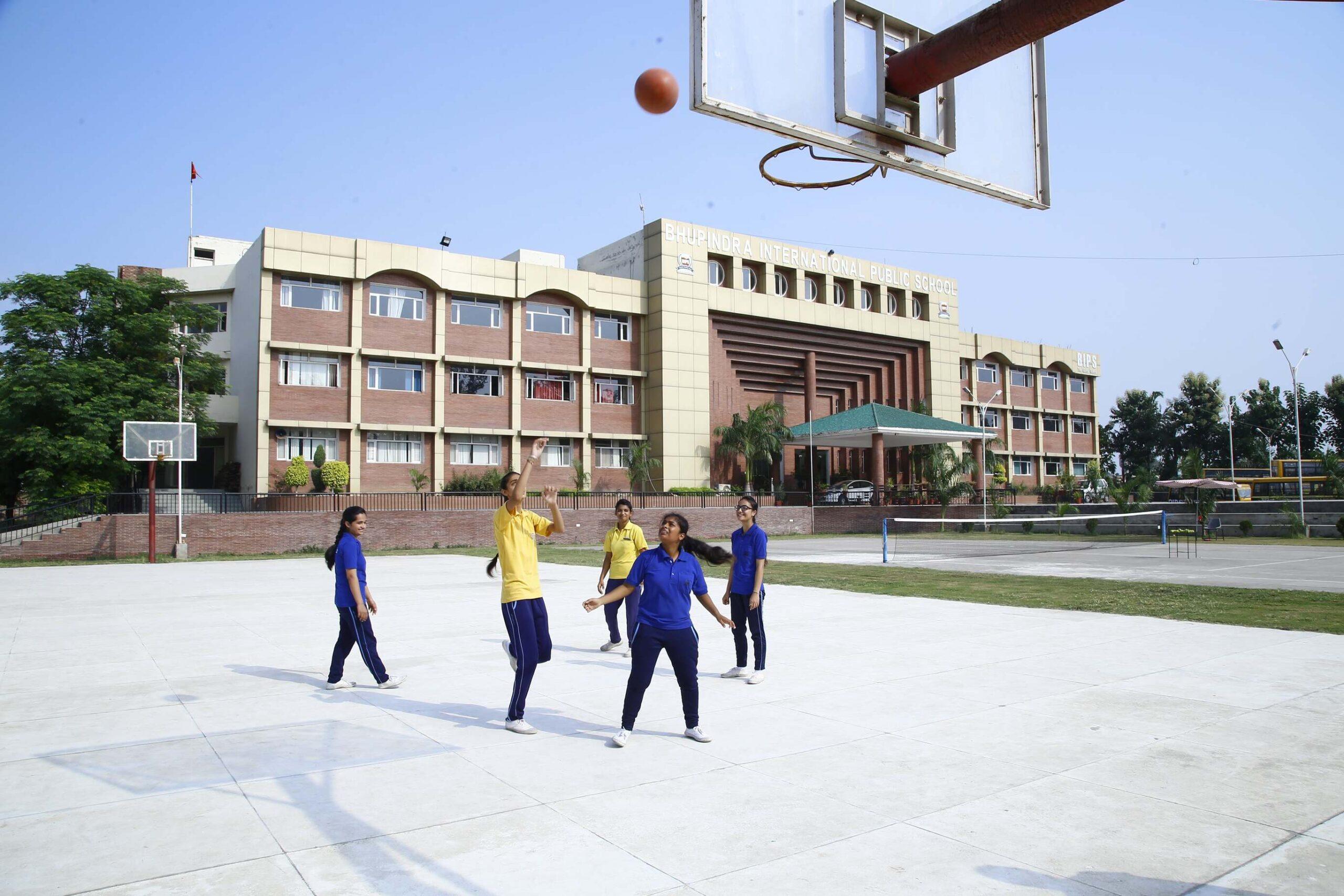 Children's Playing basket ball